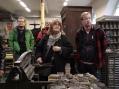 Miika Lauriala, Michael Hutchinson-Reis, Erikka Jussila ja kiertoajelun opas Mika Keränen.